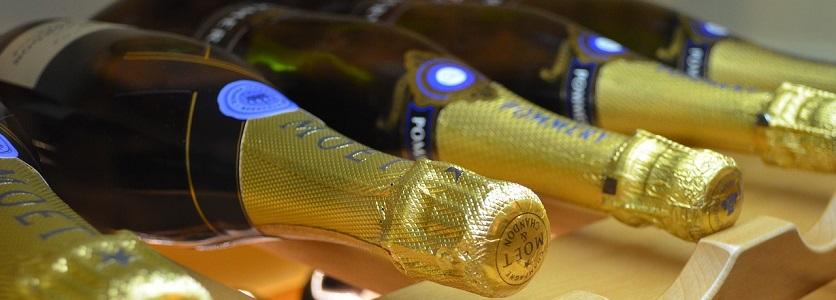 Déboucher une bouteille de champagne